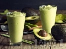 Рецепта Здравословно зеленчуково зелено детокс смути с авокадо, рукола и портокалов и лимонов сок за закуска